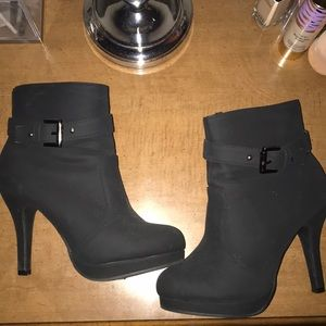 Top Moda black booties size 6